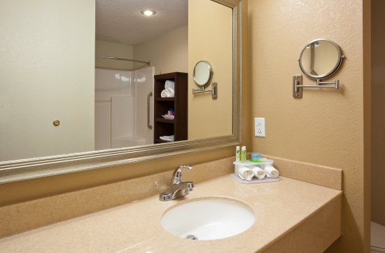 Worthington, Миннесота: The bathroom in the Executive Suite offers a lot of extra space!