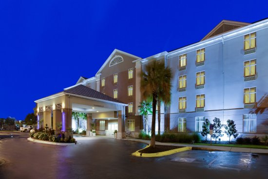 Holiday Inn Express Hotel & Suites Charleston/Ashley Phosphate : Enjoy historic Charleston, just 15 minutes from hotel.