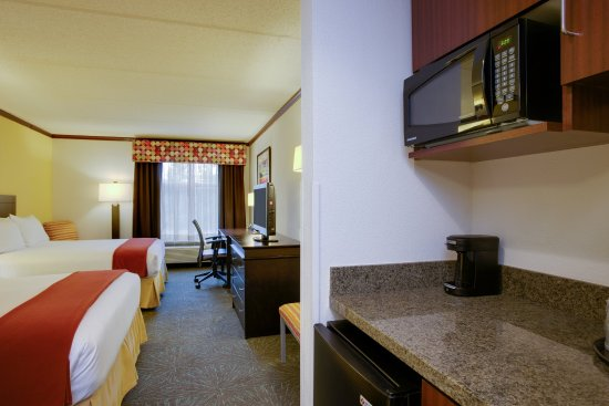 Holiday Inn Express Hotel & Suites Charleston/Ashley Phosphate : Stylish Double Queen Nonsmoking Room