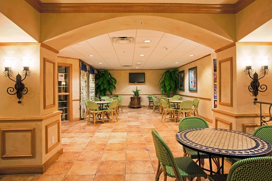 Holiday Inn Express Hotel and Suites Orlando-Lake Buena Vista South: Breakfast Area