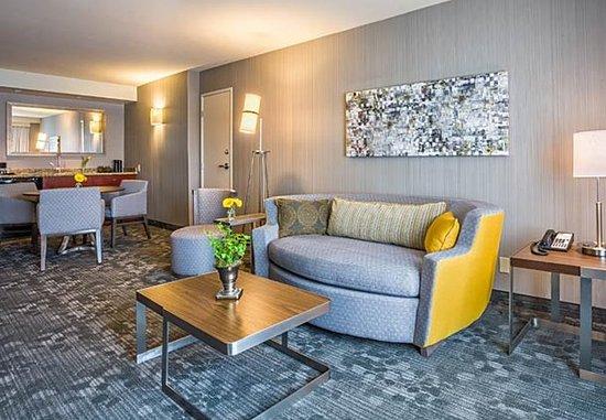 Culver City, Kaliforniya: King Suite Living Area