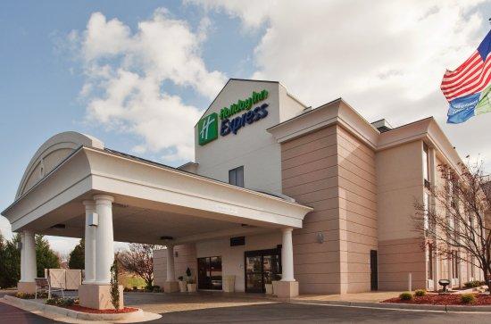 Holiday Inn Express Lynchburg: Our Lynchburg hotel is near Liberty Mountain Snowflex Centre!