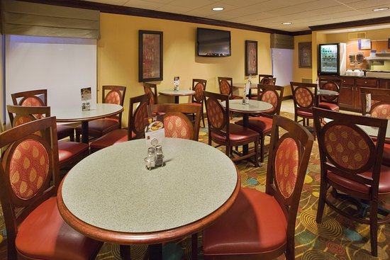 Lynchburg, VA: Enjoy fresh pancakes and hot coffee with our free hotel breakfast.
