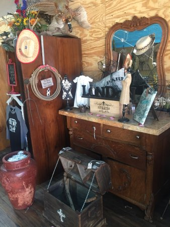 Sand Springs, Оклахома: Beautiful Antique & Vintage Furniture & Decor
