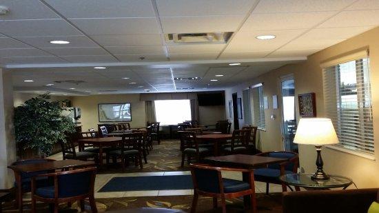 Front Desk: fotografía de Holiday Inn Express New Buffalo ...