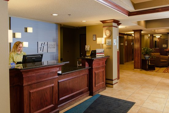 Superior, WI: Front Desk
