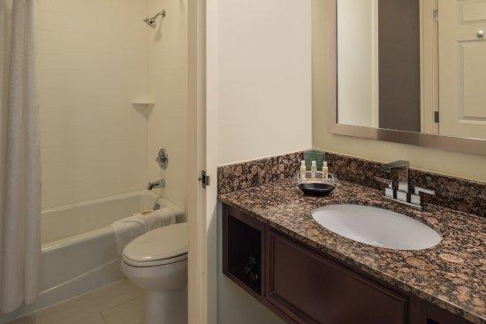 Rosemont, IL: Guest Bathroom