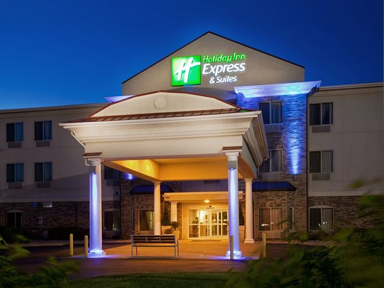 Holiday Inn Express & Suites Clinton: Hotel Exterior