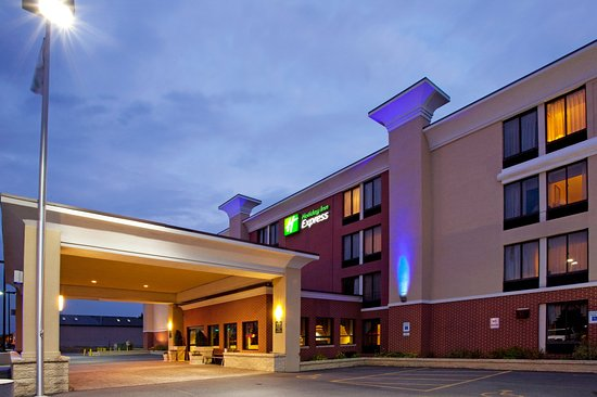 Holiday Inn Express Rochester - Greece: Located in the Heart of the shopping and dining district