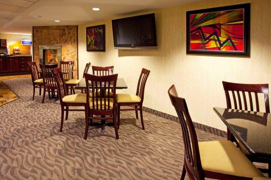 Holiday Inn Express Rochester - Greece: Breakfast Area