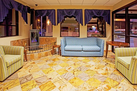 Holiday Inn Express Rochester - Greece: Entrance-Lobby Area with our cozy fireplace