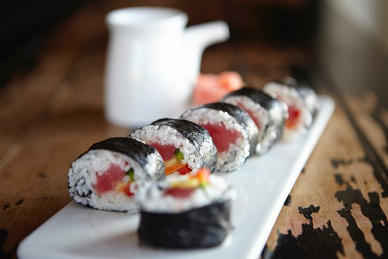 Waterfront Restaurant and Tavern: Wednesday night sushi in the tavern and patio