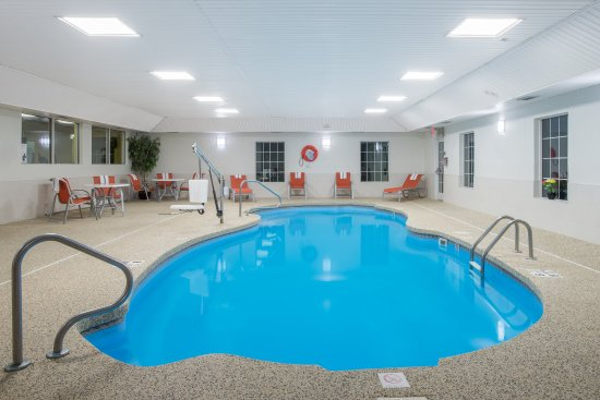 Holiday Inn Express Hotel & Suites: Heated Indoor Pool