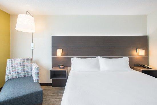 Hudson, MA: Guest Room