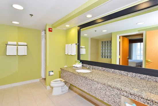 Holiday Inn Express Boone: Guest Bathroom in Two Room Suite with Whirlpool Tub