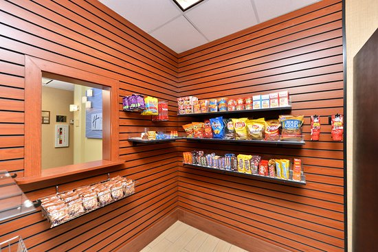Holiday Inn Express Hotel & Suites San Diego Otay Mesa: 24 hour sundry shop with a variety of snacks and beverages.