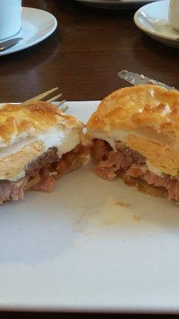 Callander, UK: Breakfast Pie, as good as it looks!