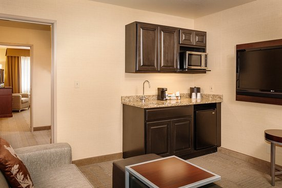 Pullman, WA: King Parlor Suite Living Area