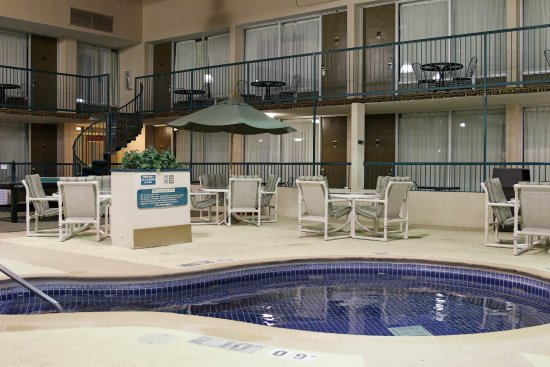 Alexandria, MN: Recreation Center Hot Tub