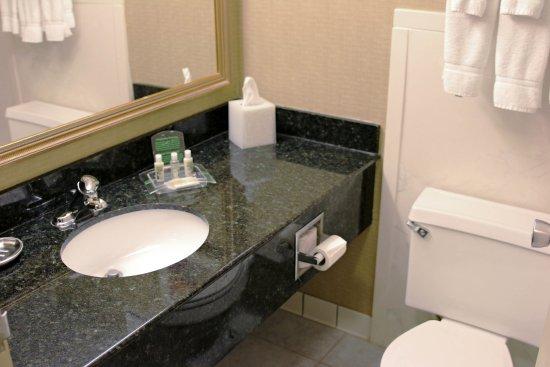 Alexandria, MN: Guest Bathroom