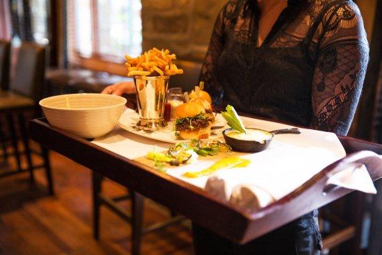 Restaurant La Quintessence: Room service & Pool Service / mini burgers