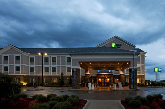 Holiday Inn Express Hotel & Suites Ada: Hotel Exterior