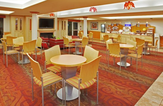 Modesto, CA: Enjoy our complimentary hot breakfast with eggs, bacon & more!