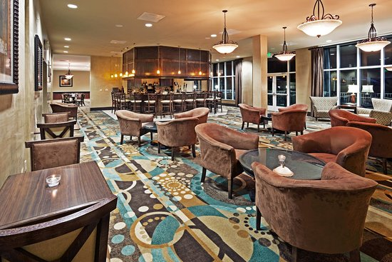 Holiday Inn & Suites Beaufort at Highway 21: Stop in to Tides Bar for a cocktail or dinner