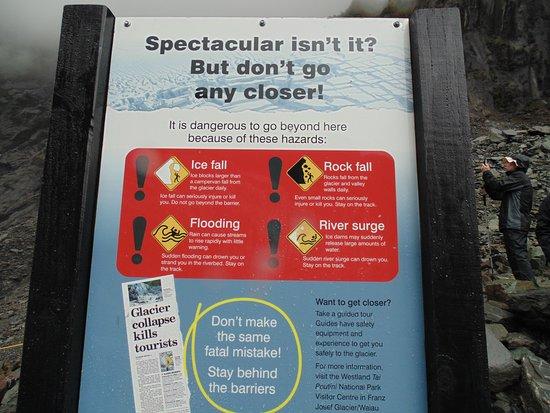 Franz Josef, Nueva Zelanda: Placa alertando do perigo de cruzar a linha de segurança