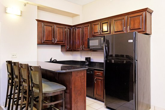 Batesville, MS: Extended Stay Suite Kitchen