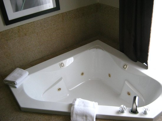 North Lima, OH: Whirlpool Suite