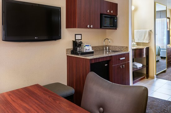 Sandy, UT: Kitchenette, TV and Desk area located in the Executive King room
