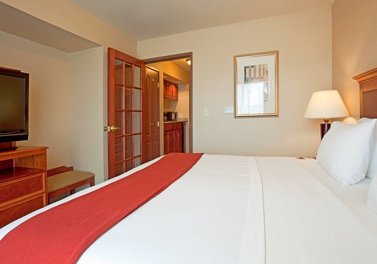 Weston, WI: King Bed Guest Room