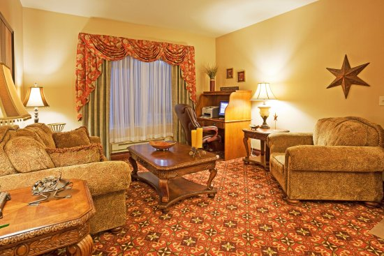 Holiday Inn Express Hotel & Suites Wausau: Suite