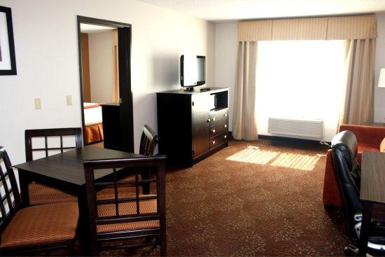 Houghton, MI: Executive Suite Living Area
