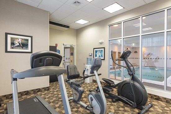 Aurora, IL: Energize in our Fitness Room