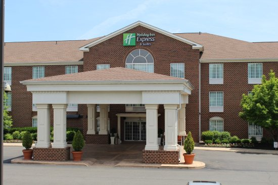 Holiday Inn Express Hotel & Suites Warrenton: Hotel Exterior