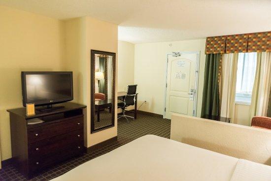 Hazlet, NJ: Executive Room