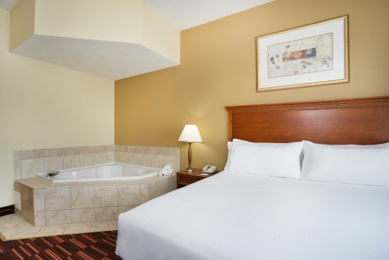 Holiday Inn Express Hotel & Suites: King Whirlpool Guest Room Non Smoking