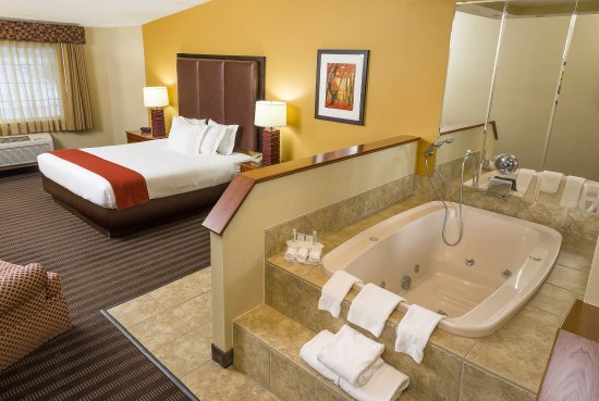 Springfield, VT: Our whirlpool rooms are perfect after a day of hitting the slopes.