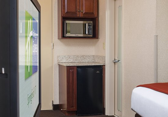 Springfield, VT: All rooms come equipped  with refrigerators and microwaves.