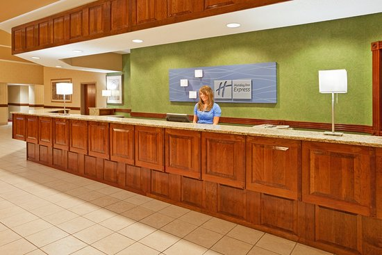 Holiday Inn Express Birch Run (Frankenmuth Area): Front Desk