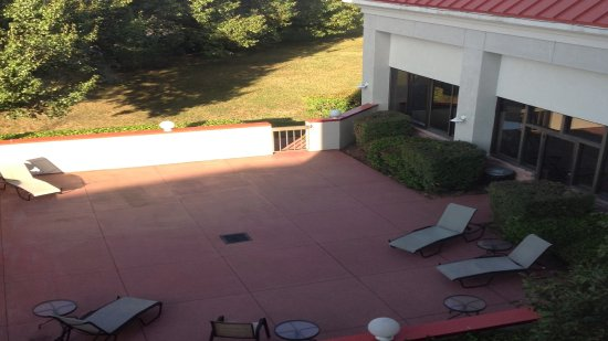 Holiday Inn Express Pigeon Forge/Dollywood: Guest patio just outside pool area