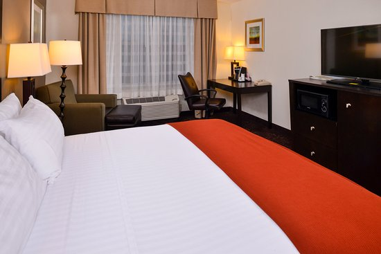Lititz, PA: Room with one king bed