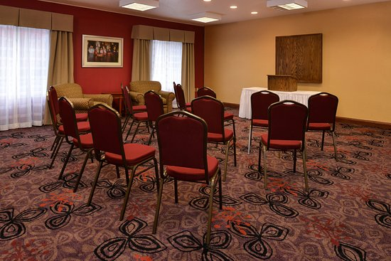 Lititz, PA: 575sqft meeting room accommodates 1-40 people max based on set up.