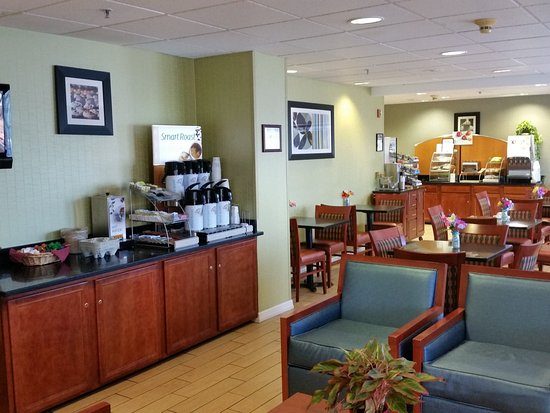 Holiday Inn Express Hotel & Suites Allentown - Dorney Park Area: Complimentary Coffee Service