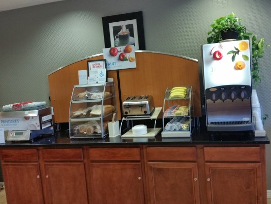 Holiday Inn Express Hotel & Suites Allentown - Dorney Park Area: Breakfast Bar