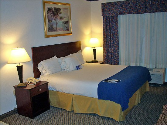 Holiday Inn Express Elkhart North - I-80/90 EX. 92: Jacuzzi Suite