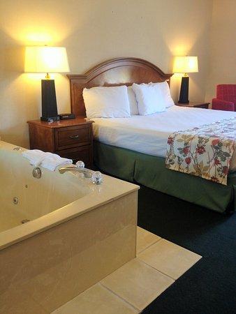 Hometown Inn: Whirlpool Room