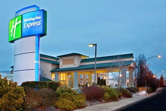 Holiday Inn Express Yakima: Hotel Exterior